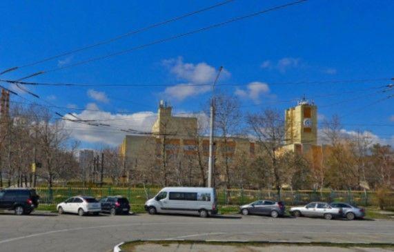 Дворец творчества в Новороссийске обнесли забором. Зачем?