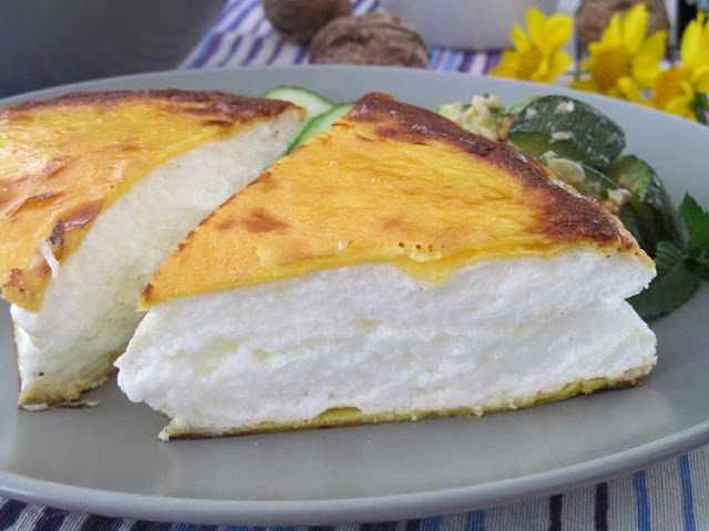 Самый необычный омлет на свете: воздушный торт из яиц