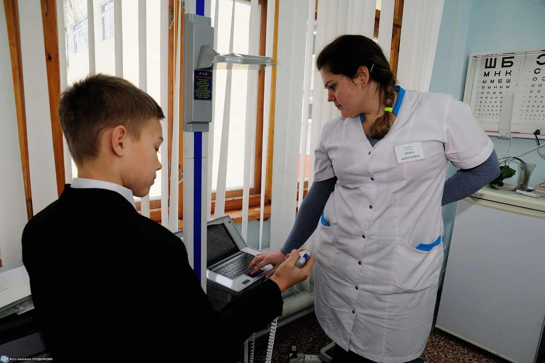 Школы оснастили умными роботами-медиками