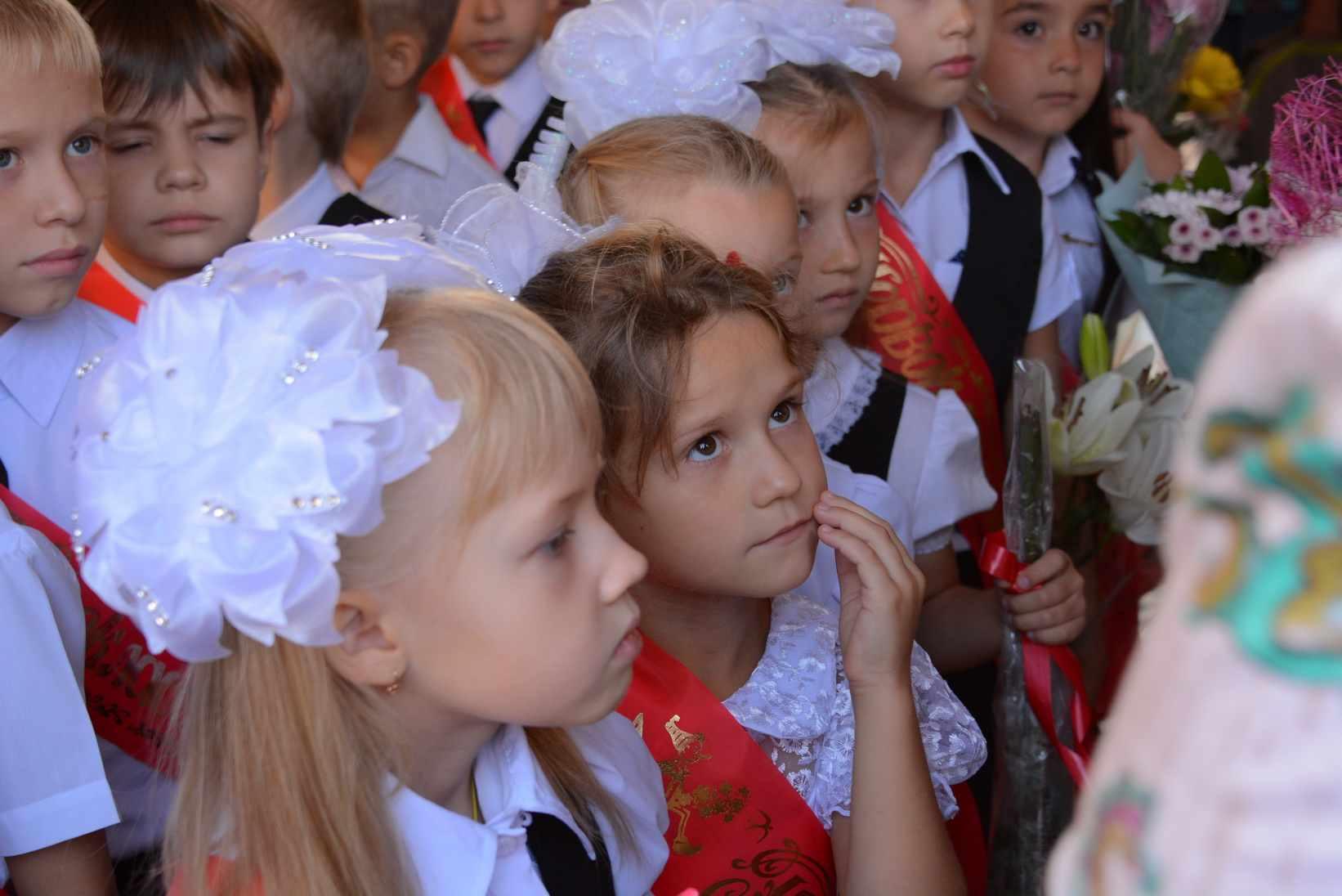 Глава Новороссийска Игорь Дяченко поздравил всех работников образования с Днём учителя