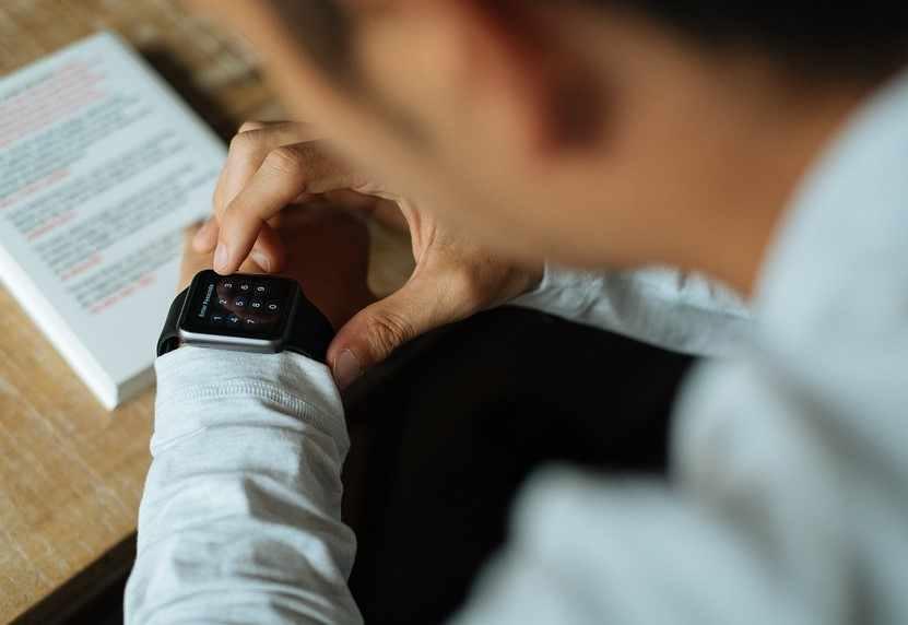 Что учитывать при выборе смарт-часов или фитнес-трекеров