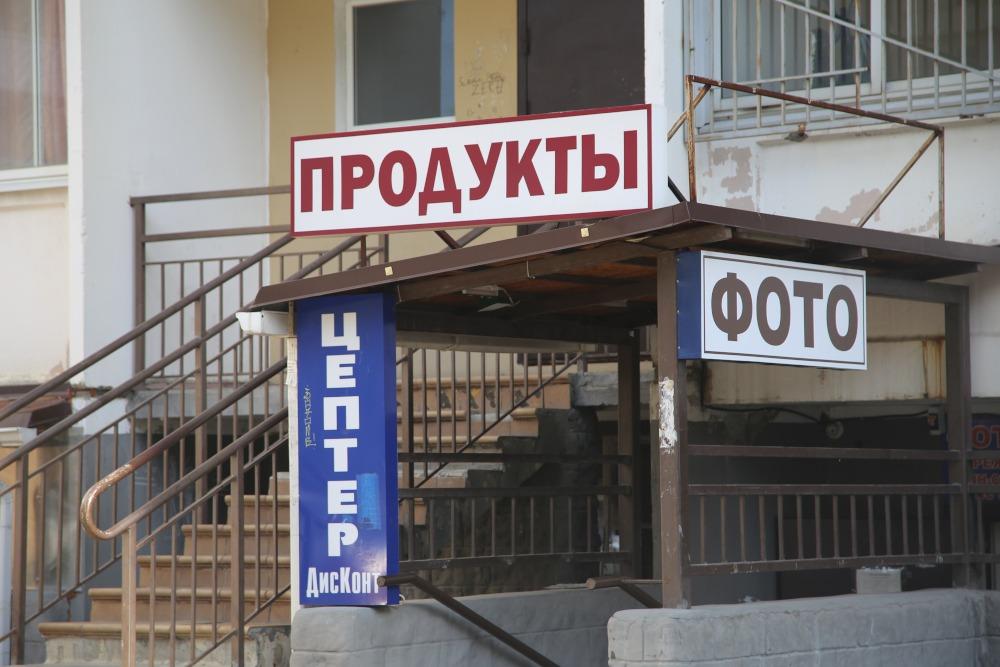 Новороссийцы борются с незаконной рекламой, которая уродует подъезды домов
