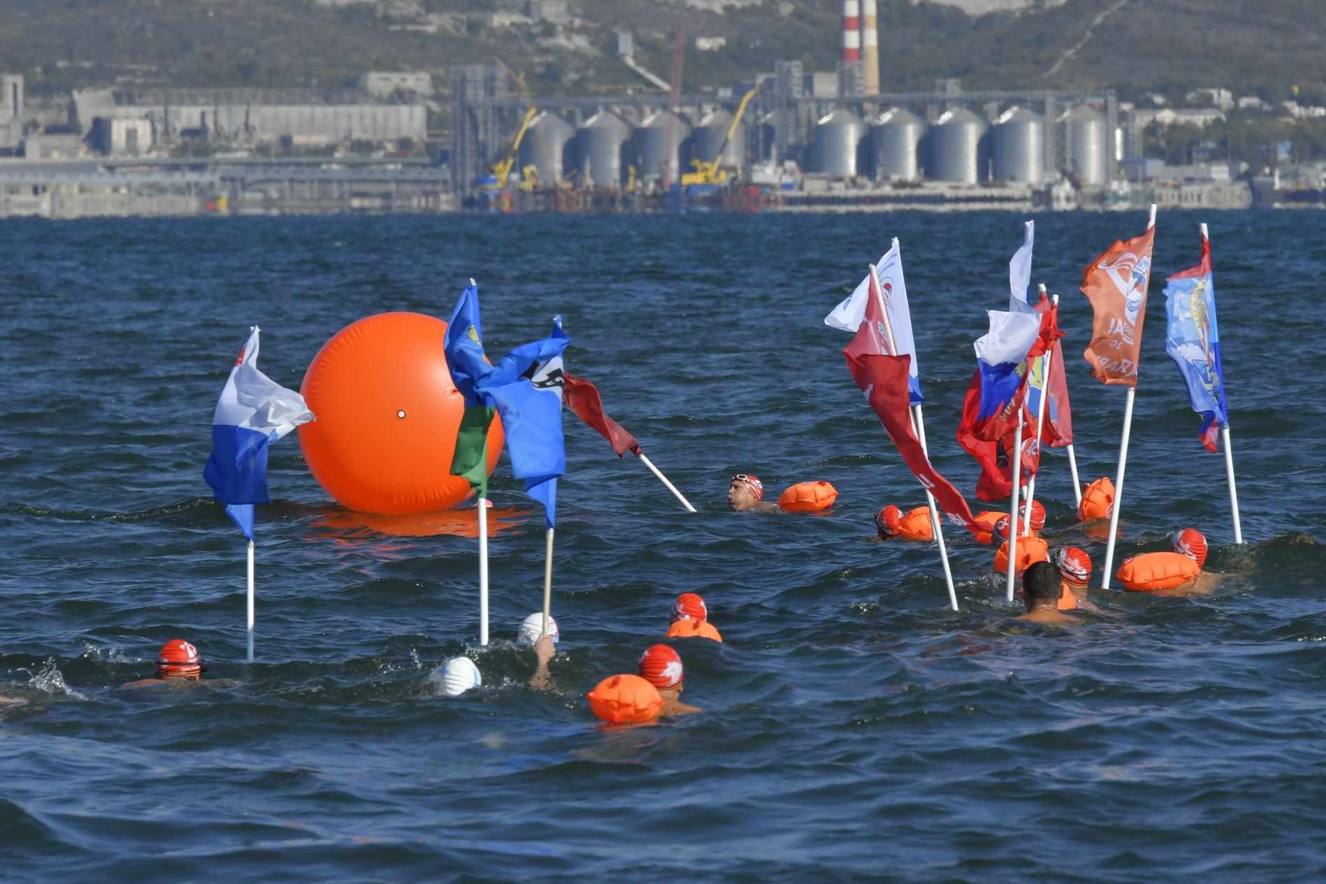 В Новороссийске стартовал сенсационный заплыв российских экстремалов протяженность 555 километров
