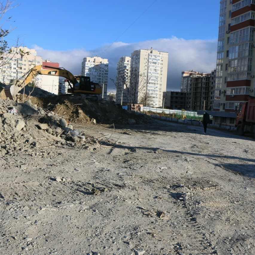 В Новороссийске расчищают площадку под строительство еще одной школы