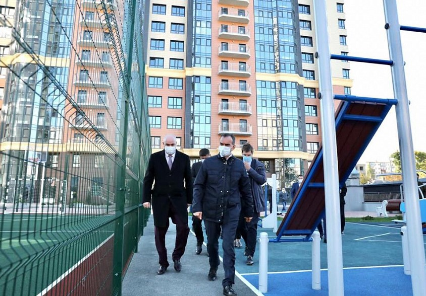 Губернатор Кубани проинспектировал проблемные стройки Новороссийска и потребовал решить судьбу недостроенного драмтеатра