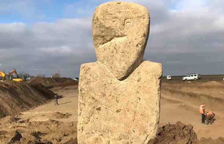 При строительстве дороги «Новороссийск — Керчь» археологи откопали древнетюркское изваяние