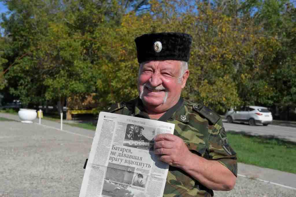 Новороссиец увидел архивное фото в газете и узнал на нем отца!