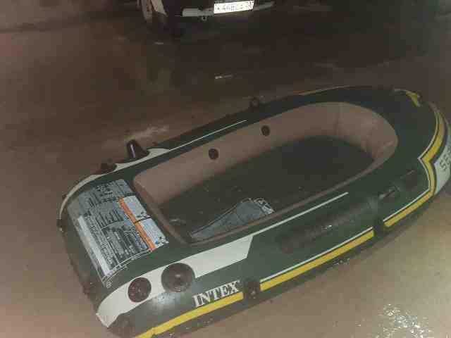 Под Новороссийском в бухте нашли лодку с личными вещами, а людей нет