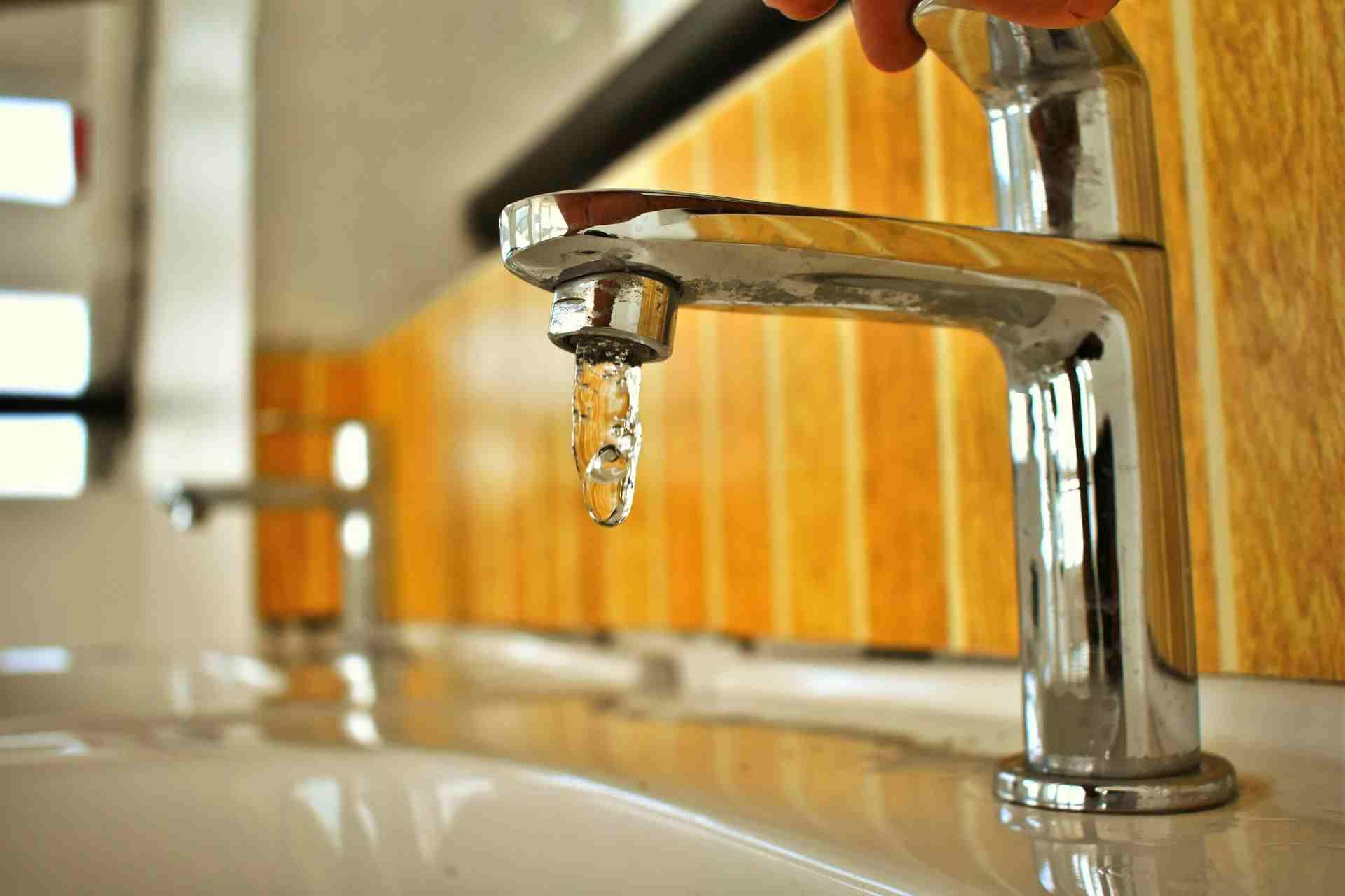 У новороссийцев из крана идет желтая вода
