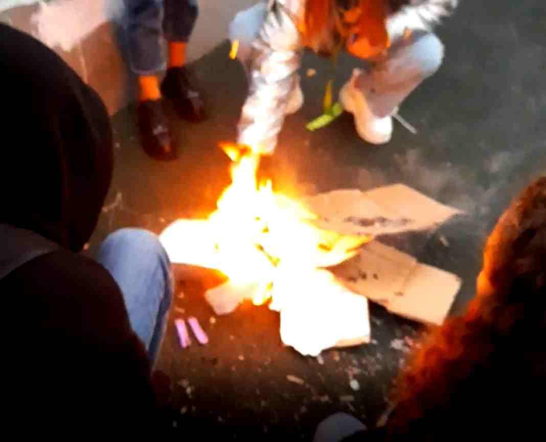 Варвары нашего времени: в Новороссийске подростки спалили новое покрытие площадки