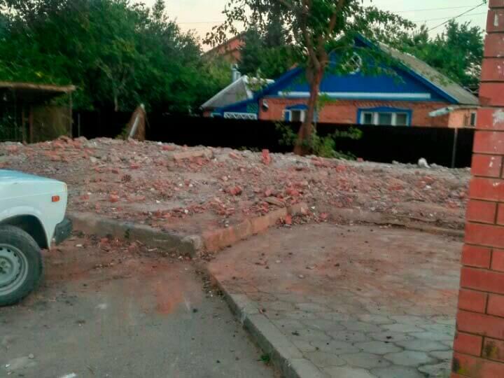 В Новороссийске снесли опасные гаражи