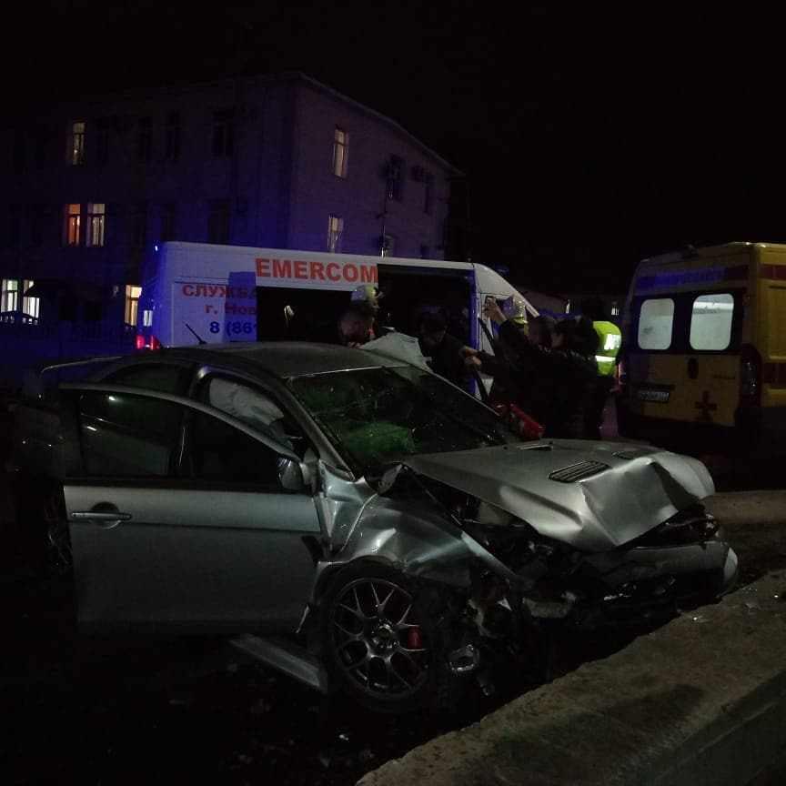 ДТП на пустой дороге: в Новороссийске водитель влетел в отбойник