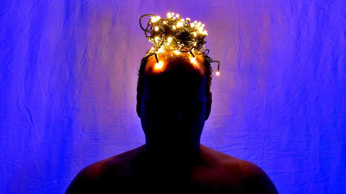 Коронавирус можно уничтожить с помощью  светодиодных лампочек