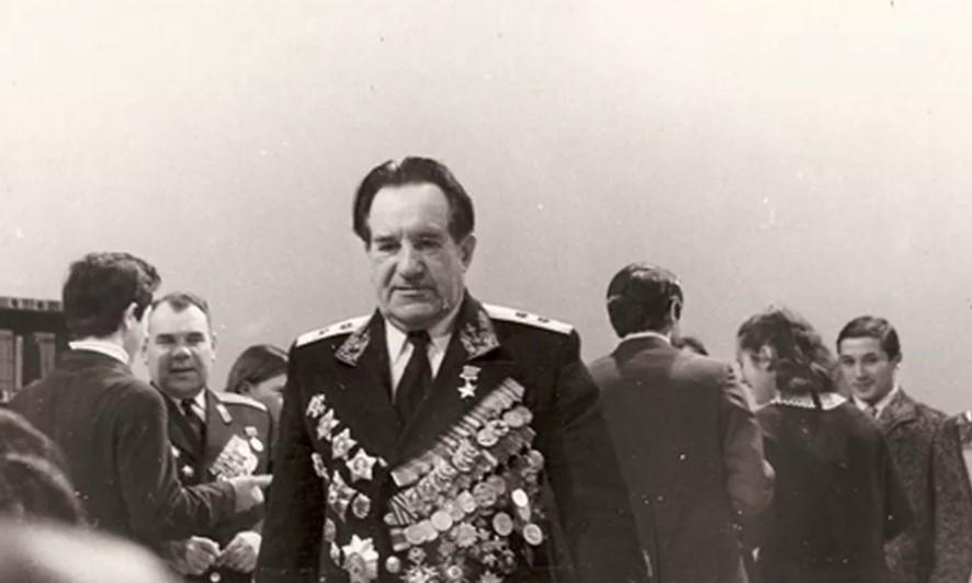 Из звезды Героя Советского Союза Георгия Холостякова убийца сделал перстень