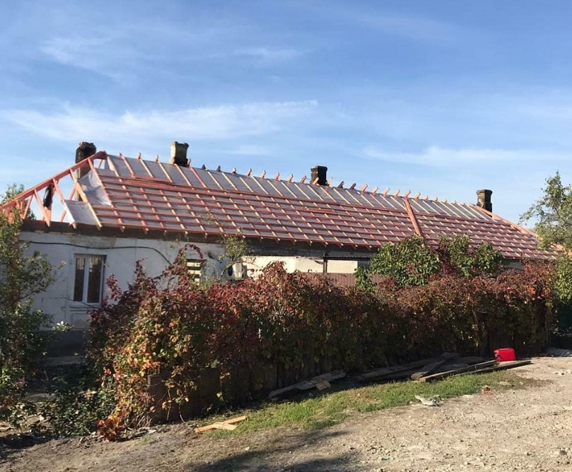 За бюджетные средства в Новороссийске восстановили сгоревшую крышу многоквартирного дома