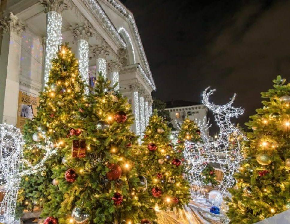 В Новороссийске готовятся демонтировать новогодние елки