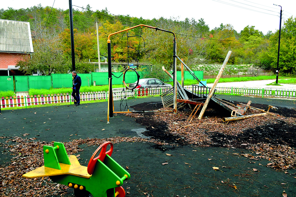 В селе Абрау-Дюрсо сожгли новую детскую площадку