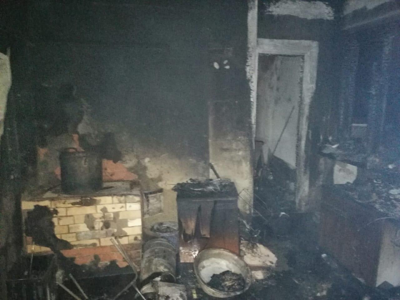 В пригороде Новороссийска выгорел первый этаж дачного дома (фото с места события)