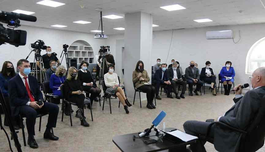 Все новости Новороссийска в одном тексте: Игорь Дяченко попросил журналистов оценивать дела объективно