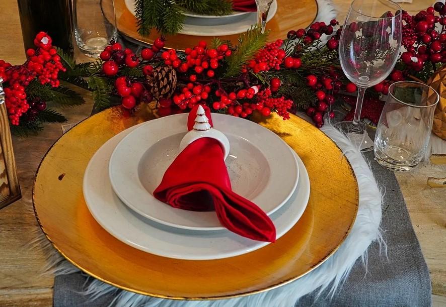 Как накрыть новогодний стол с минимальными затратами. Советы опытной хозяйки