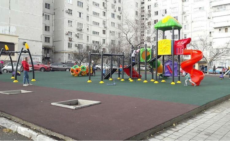 В Новороссийске благоустроили ещё одну детскую площадку