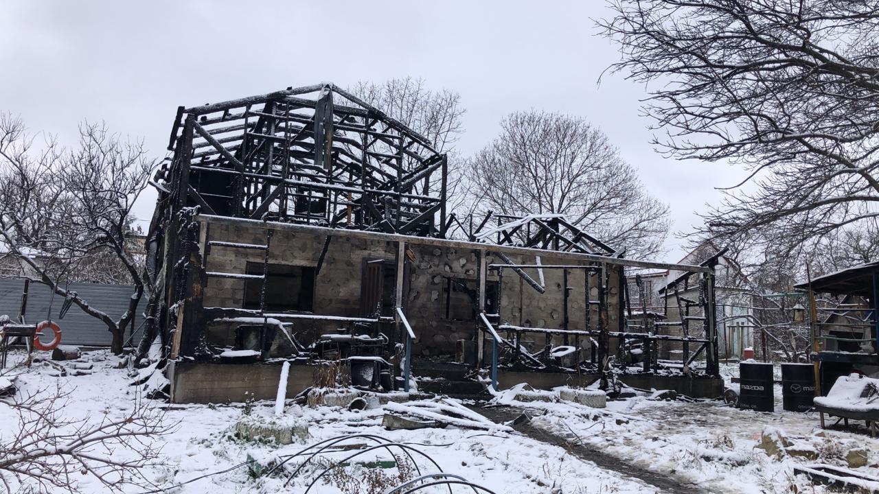Под Новороссийском, в селе Борисовке, сгорел двухэтажный частный дом