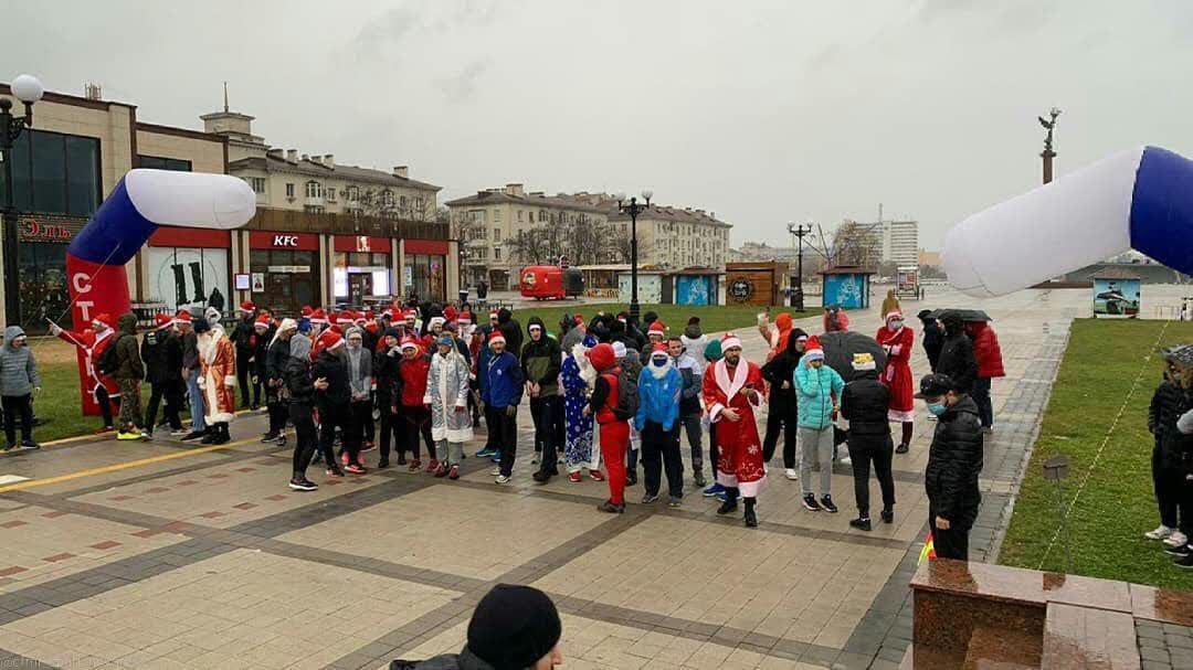 В Новороссийске сегодня состоялся забег Дедов Морозов