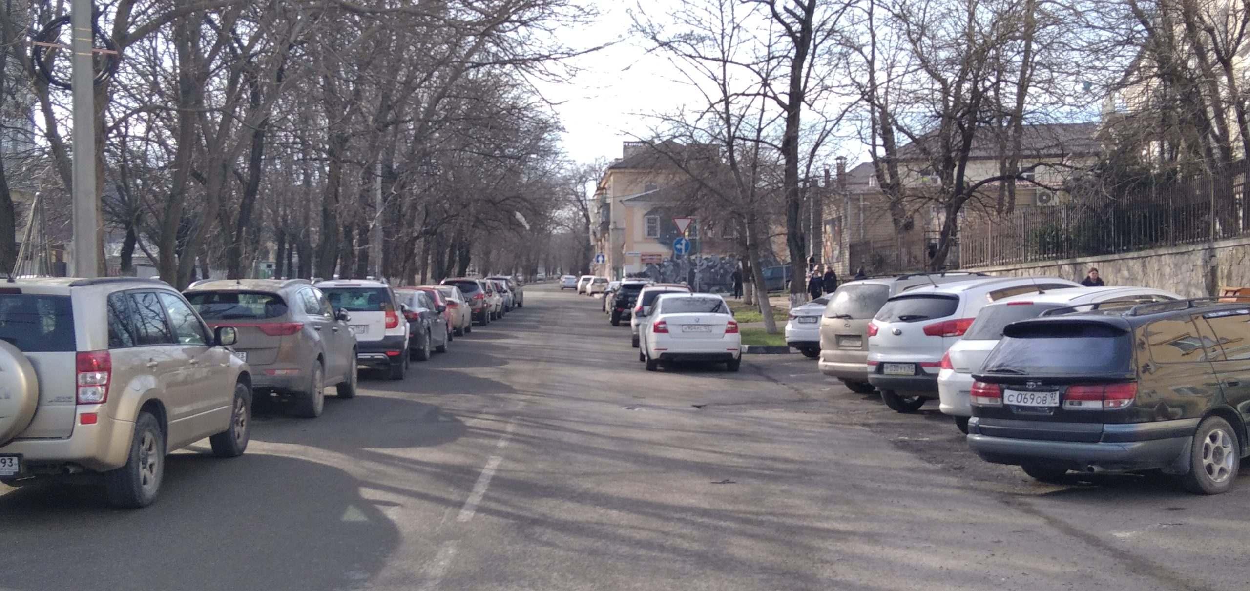 На улице Новороссийской Республики будет платная парковка (все адреса)