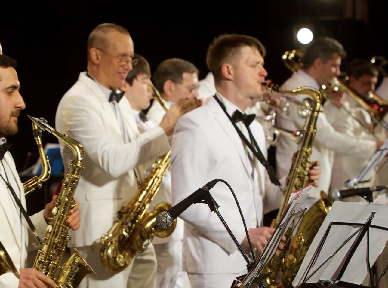 Завтра, 2 января, можно будет посмотреть в онлайн-режиме новогодний концерт биг-бенда Георгия Гараняна. И не только
