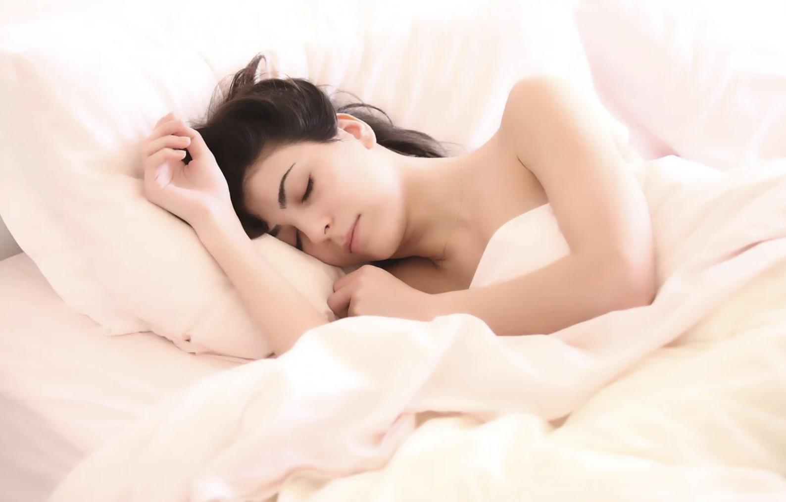 Чтобы не заболеть вирусной инфекцией, нужно спать не менее семи часов