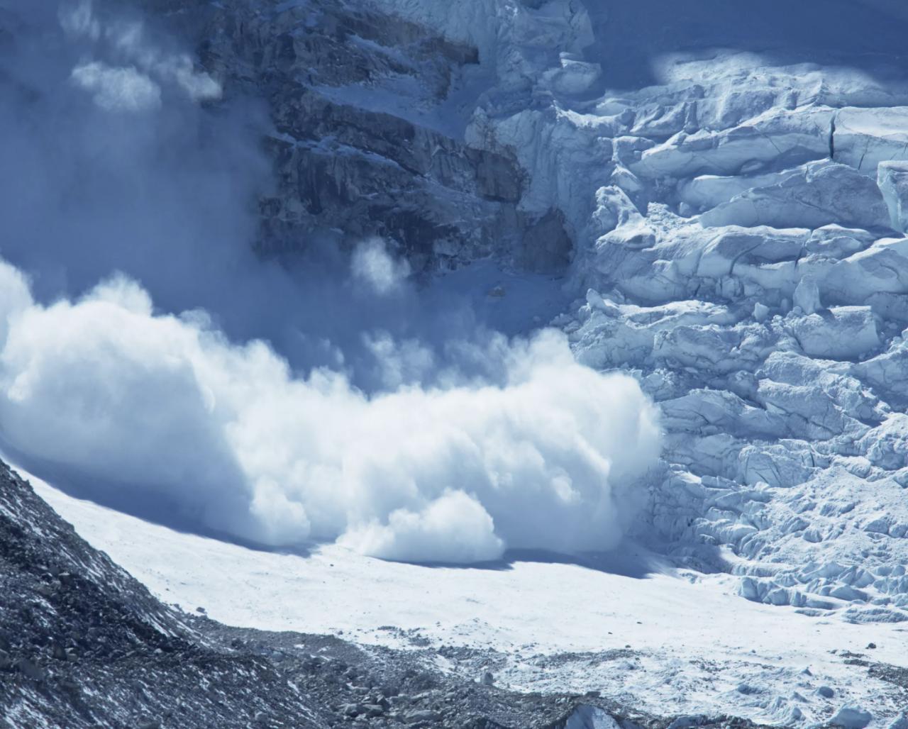 Отдых с риском для жизни: из-под лавины в Карачаево-Черкессии достали шесть туристов