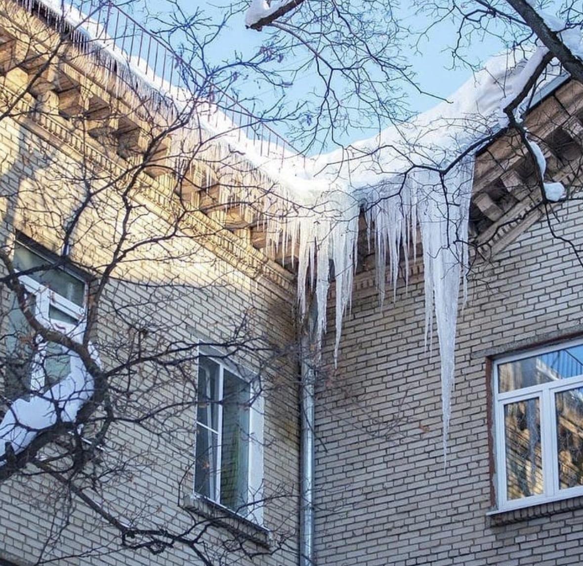 Если двор не почистили ото льда и снега, можно требовать перерасчет