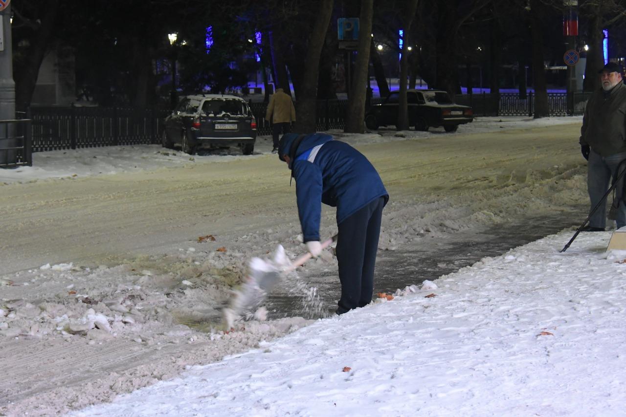 Кто должен чистить дворы многоквартирных домов от снега?
