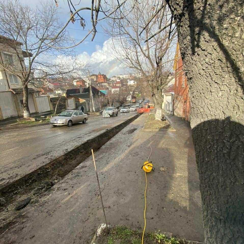 Новороссийск стоит в пробках: почему перекопали весь город?