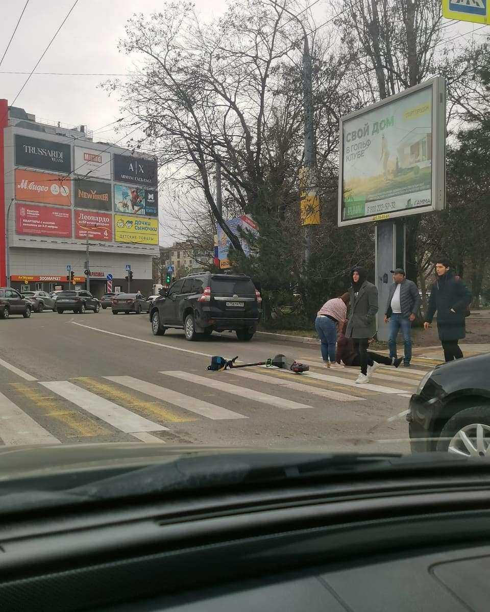 В Новороссийске на «зебре» сбили женщину. И оштрафовали за езду без прав