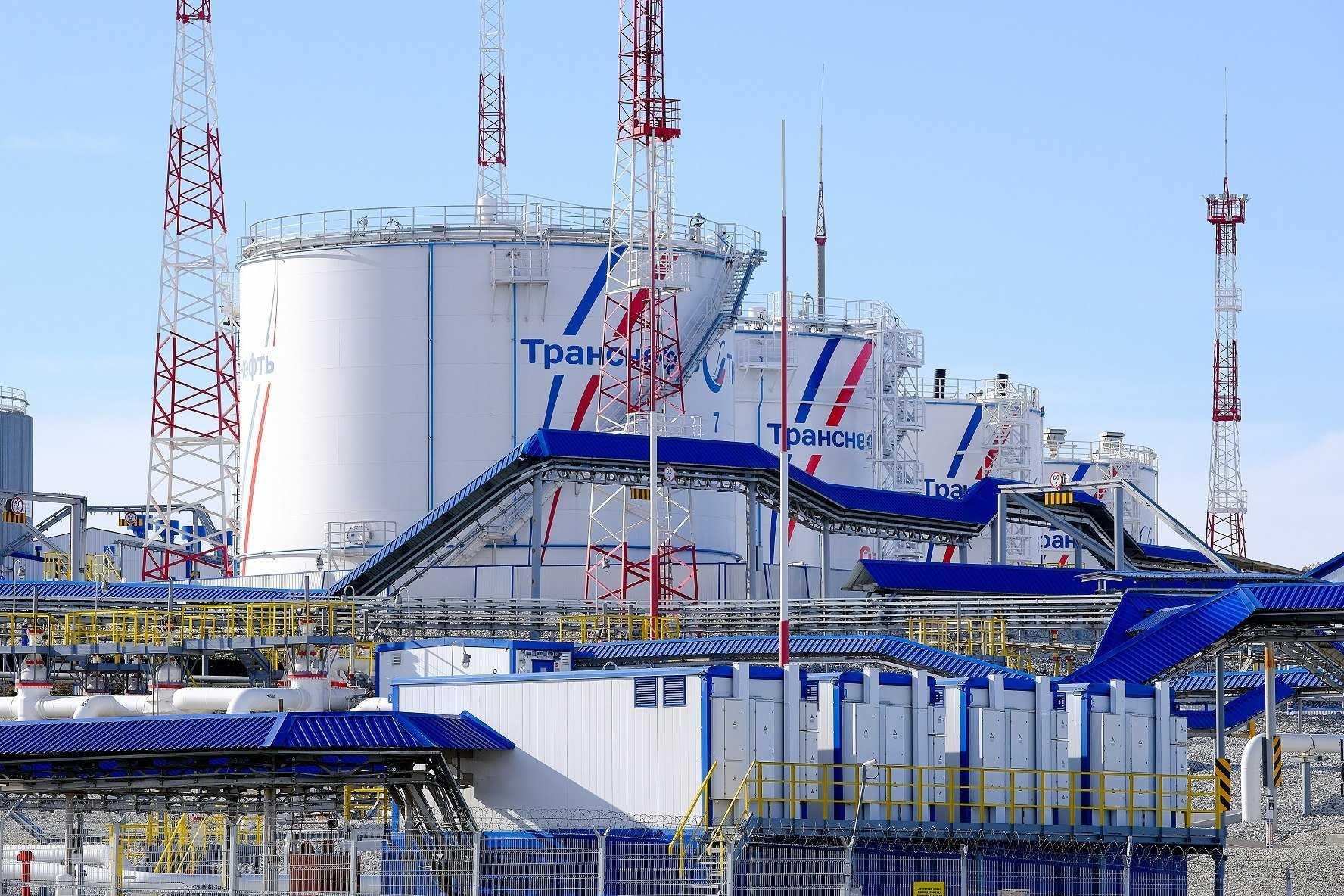 В Новороссийске из-за шторма остановили отгрузку нефти