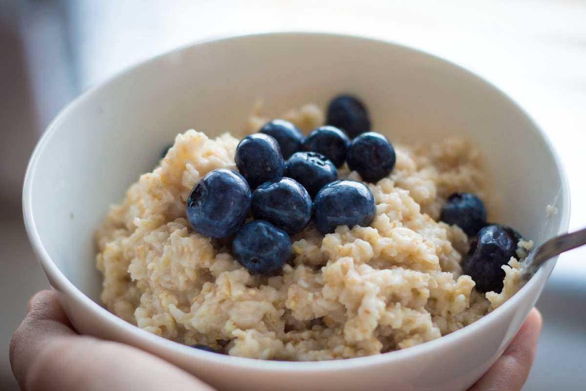 Диетологи рассказали, какие завтраки провоцируют сонливость