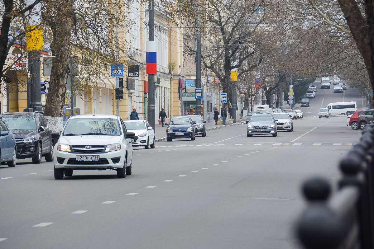 Новороссийские водители получили больше двух тысяч штрафов за неправильную парковку