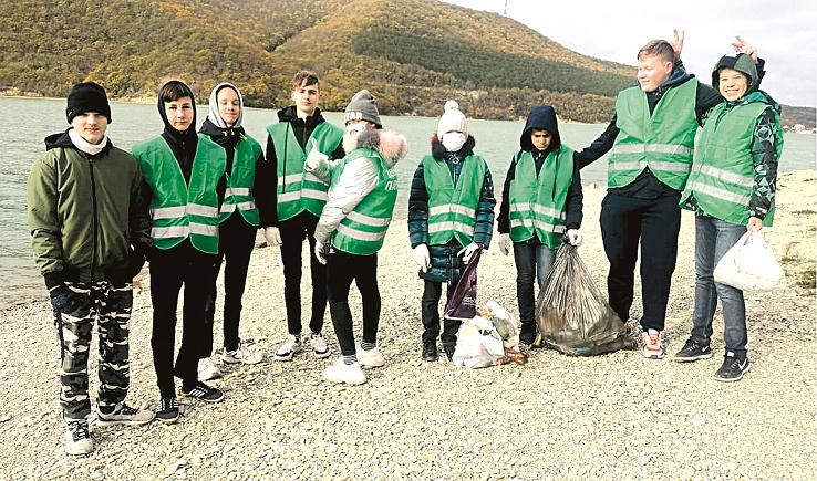 Уборка стала классным делом: Абрау-Дюрсо поддержало активных школьников