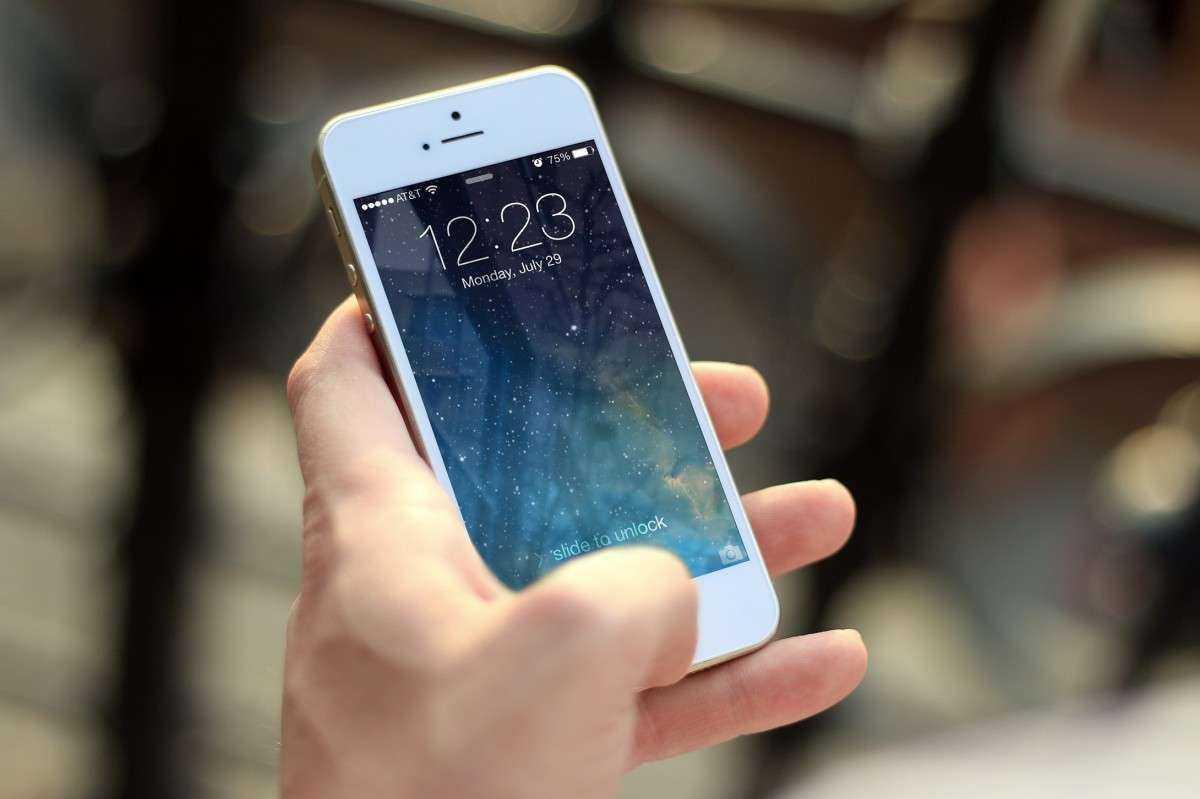 Правоохранительные органы могут получить доступ к нашим телефонным книгам и геолокации