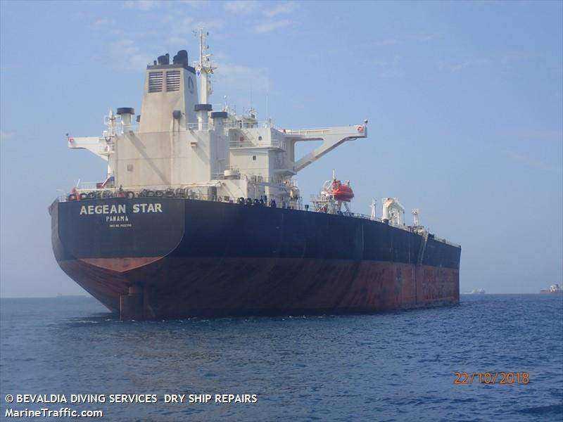 Застрявшие на греческом танкере новороссийские моряки попросили о помощи