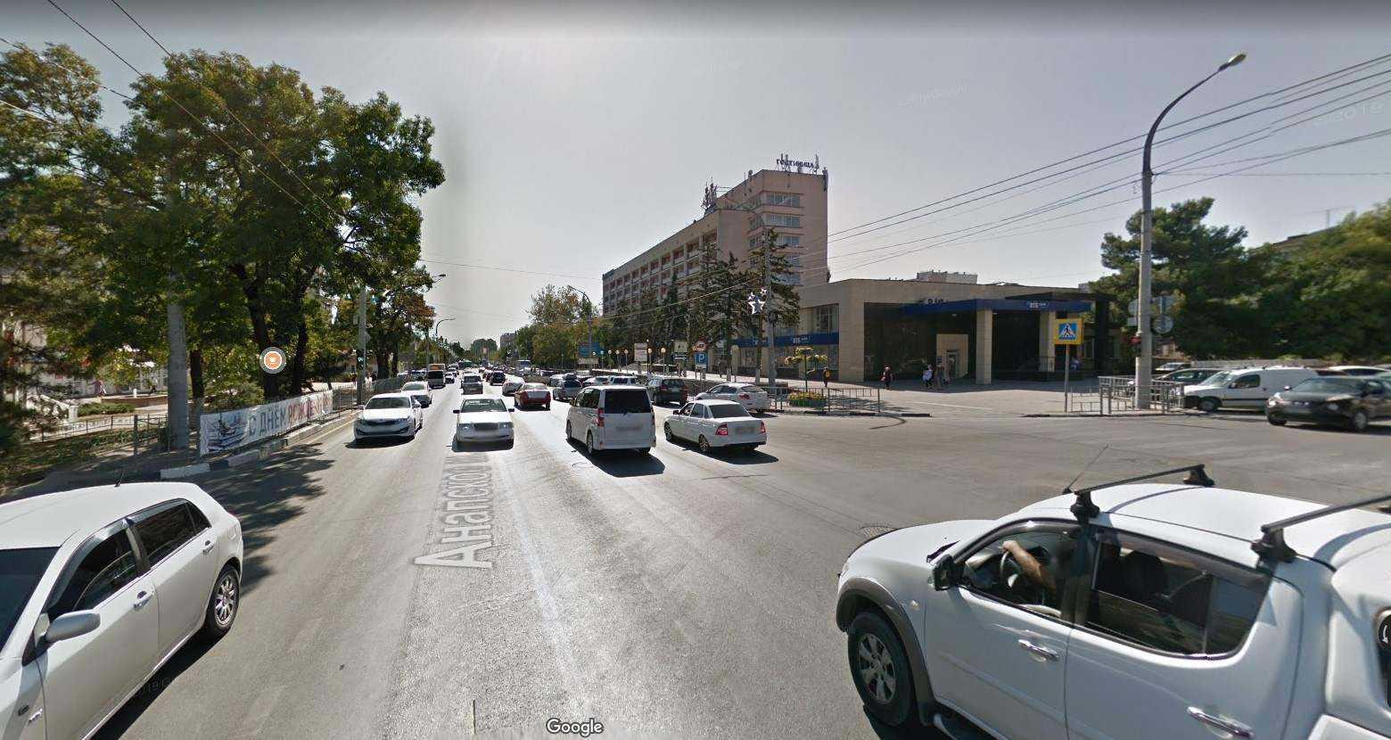 Посреди главного шоссе Новороссийска поставят ограждение