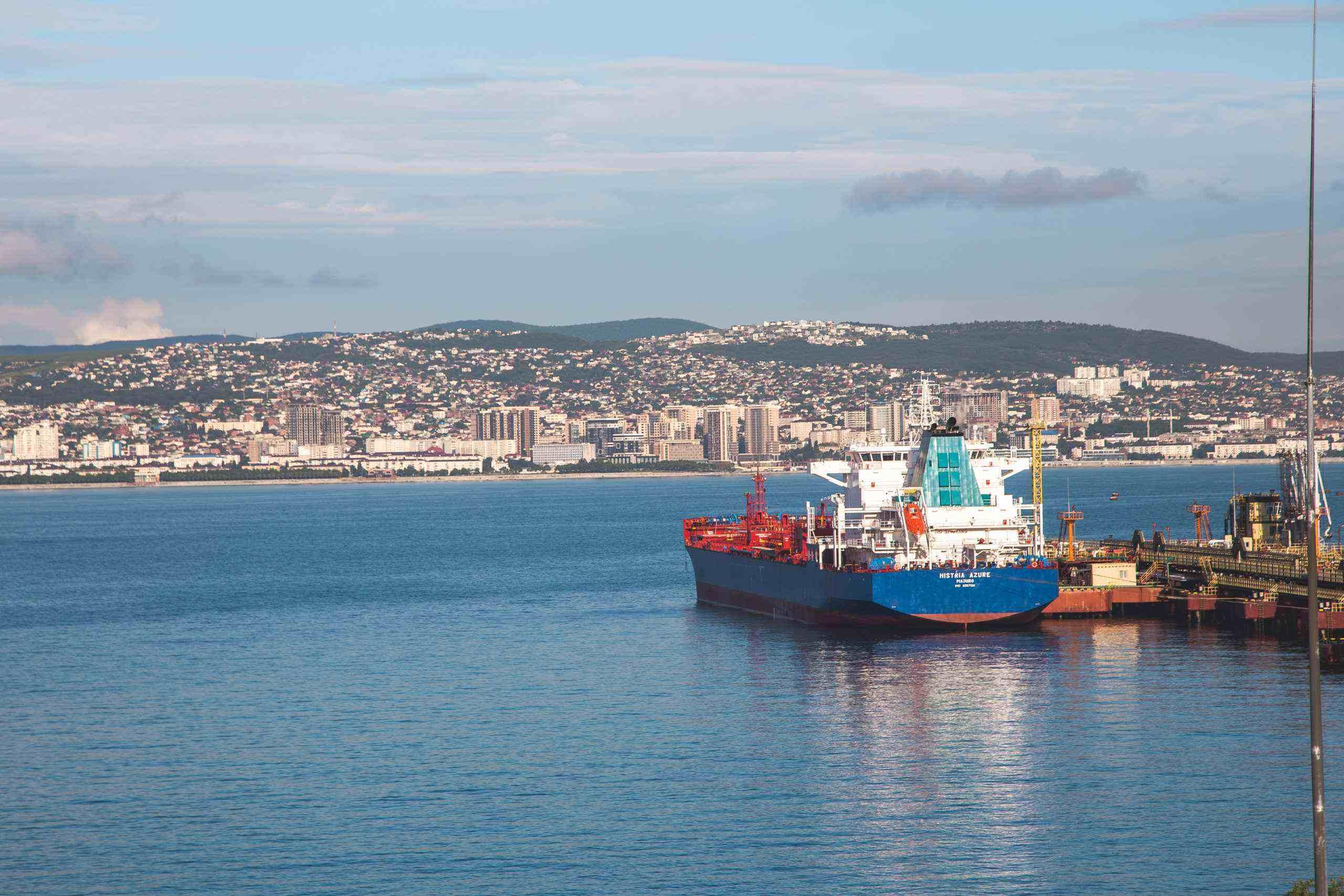 Новороссийские моряки  по 12 месяцев не могут сойти на берег из-за ковида