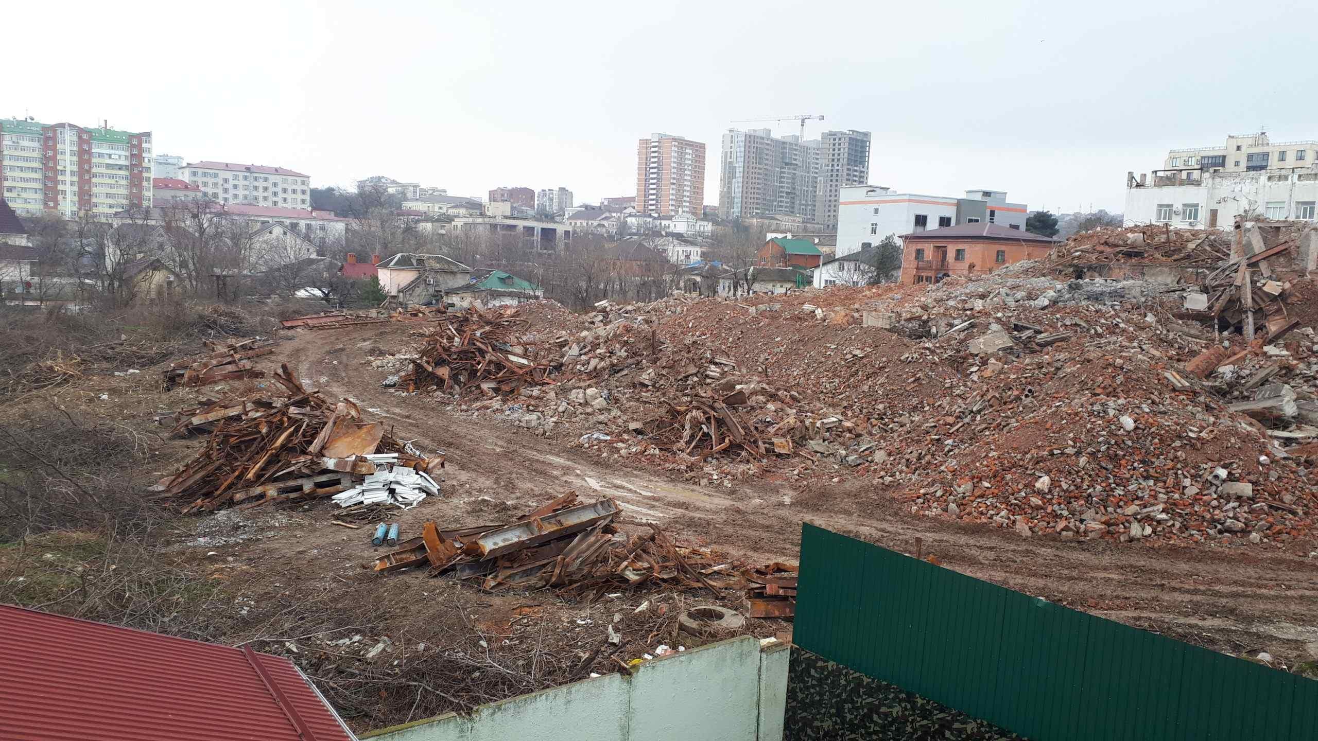 В Новороссийске от драмтеатра осталась лишь куча мусора