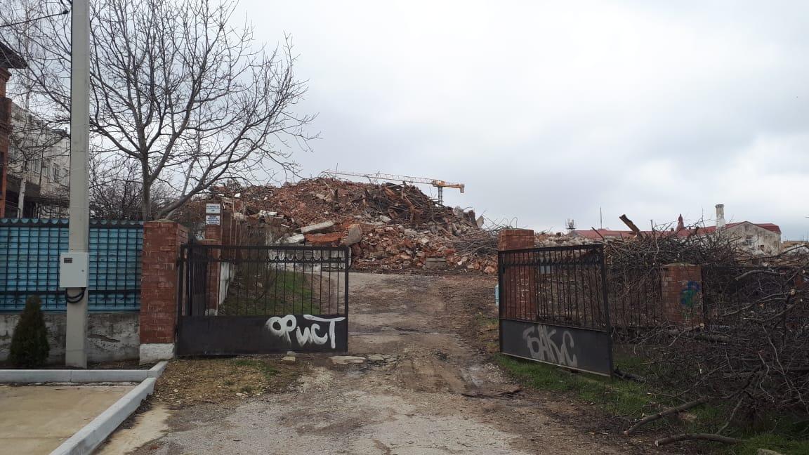 Земельный участок под бывшим драмтеатром признали зоной исторического центра Новороссийска