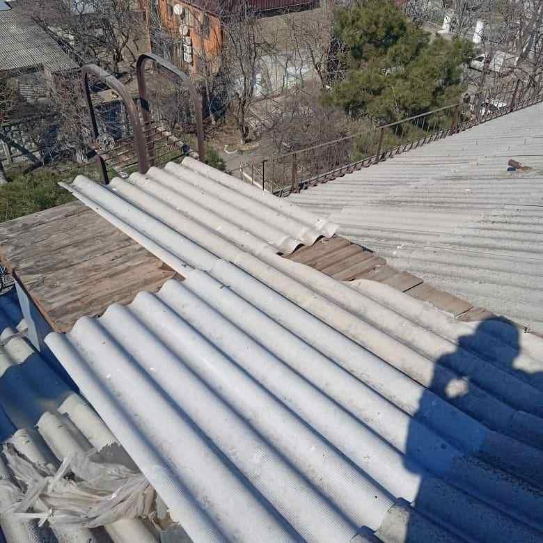 Один день зимы разобрал крыши Новороссийска на запчасти