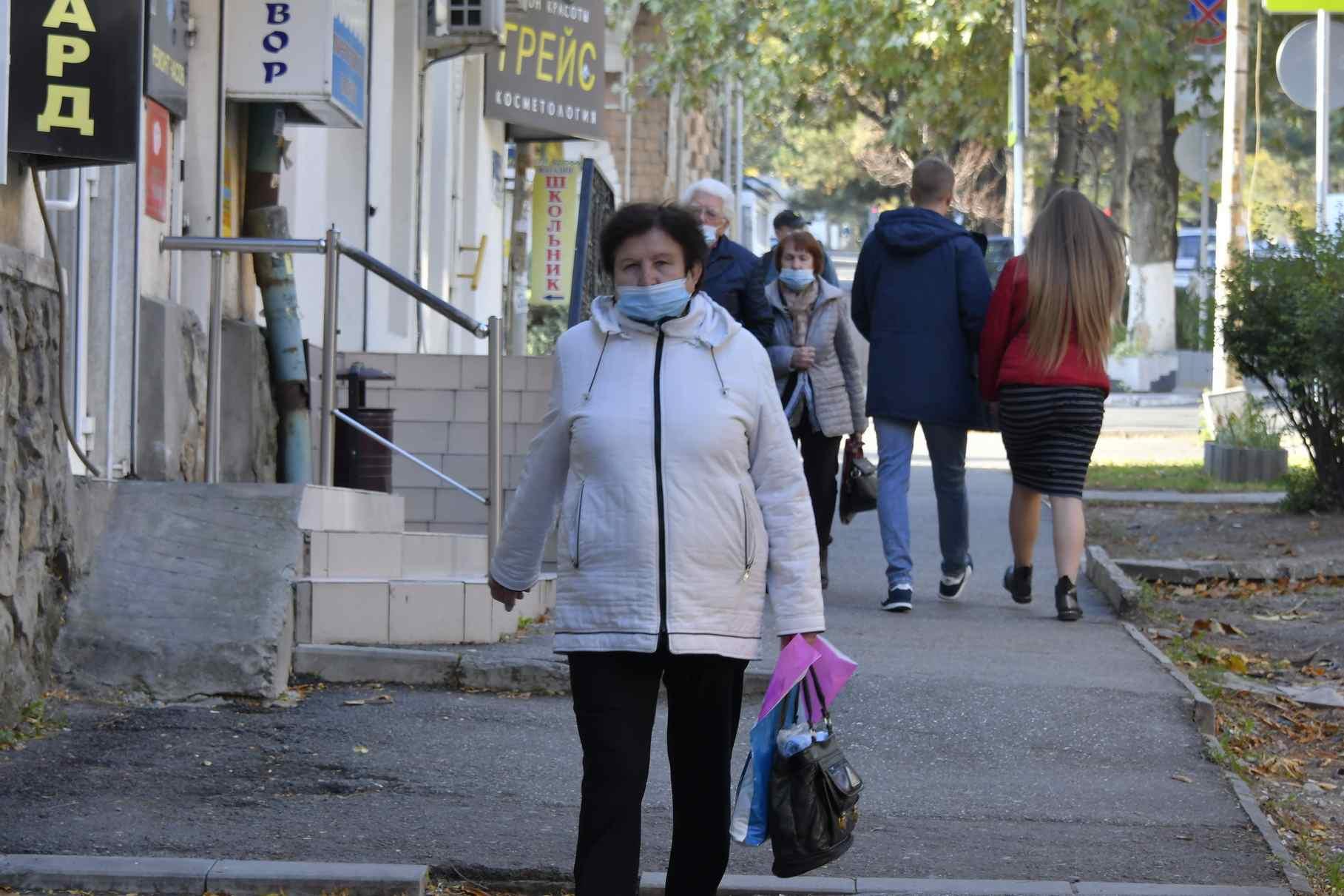 Депутаты Госдумы предлагают помочь пенсионерам с покупкой масок и перчаток