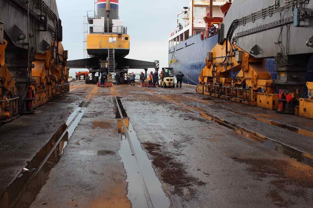 В Новороссийске в море вылилась маслянистая жидкость
