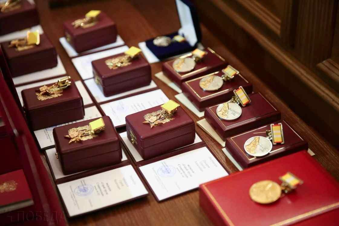 У кого из известных людей Советского Союза больше всего наград и медалей