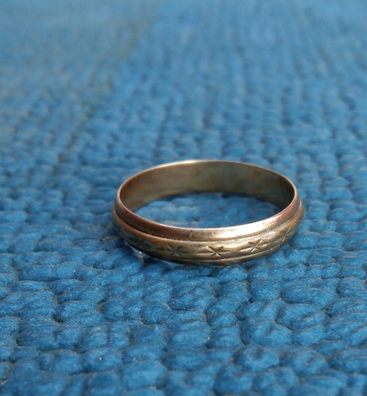 На дне Цемесской бухты новороссийцы находят золотые кольца, старинные монеты, серьги и броши